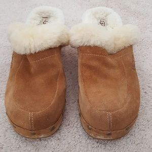 UGG suede shearling clog size 9